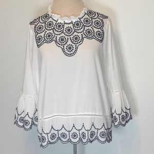 GAP EMBROIDERED SWING TOP/BELL SLEEVES